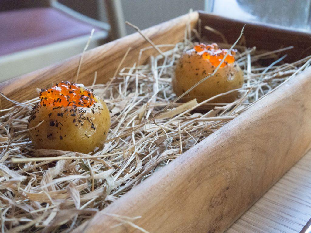 Nye kartofler og ørredrogn