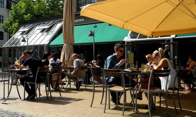 Cafe biografen her set udefra i den hyggelige Brandts Passage.