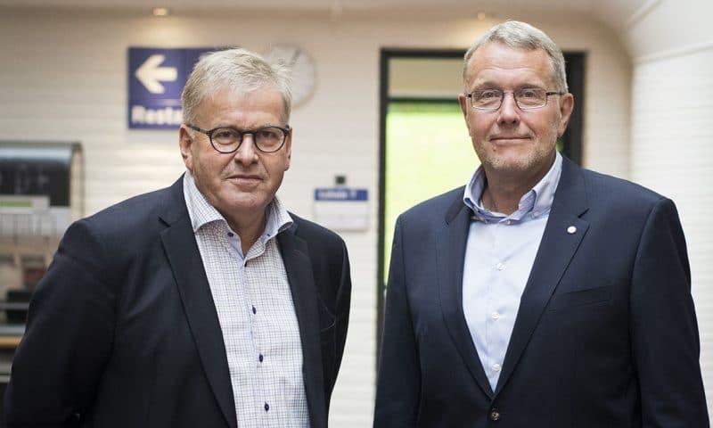 Sponsorchef Freddy Larsen fra Albani og adm. direktør i Odense Sport & Event, Ole Bang Nielsen, har i dag underskrevet en aftale, der gør Albani til OB's hovedsponsor fra sommeren 2018. (PR-foto).