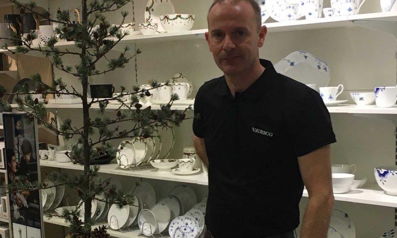 Butikschef Lars Petas Rasmussen inviterer til åbningsfest i VÆRSGO i morgen fra kl. 9.30.