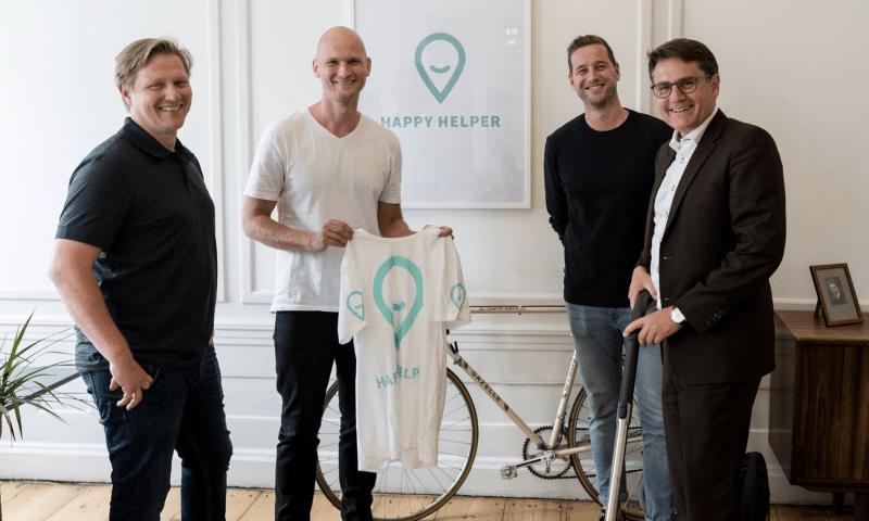 Stifterne af Happy Helper i selskab med erhvervsminister Brian Mikkelsen