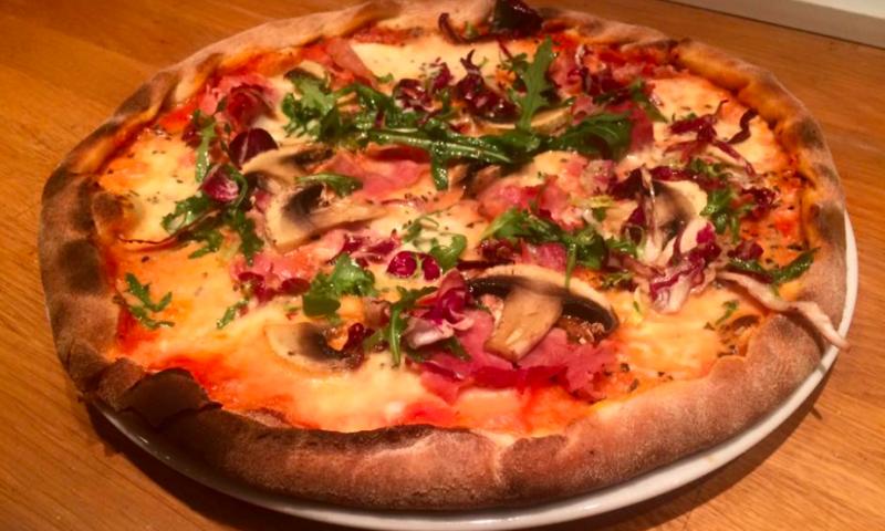 Pizza fra Morudgaard.