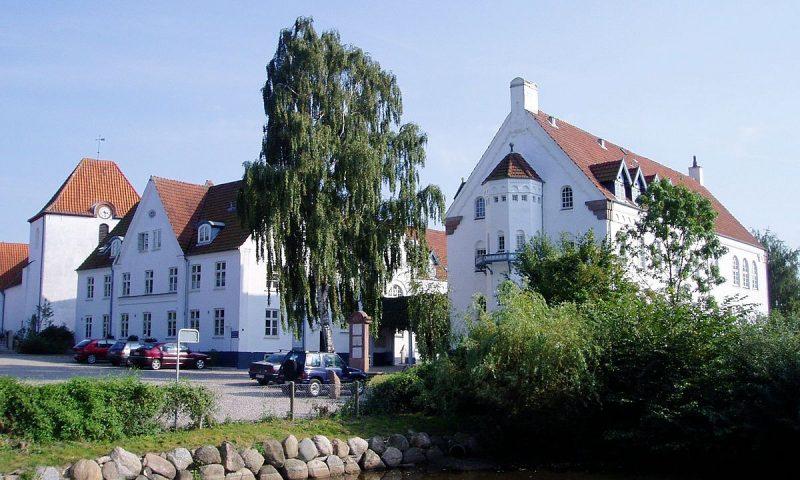 Foto: Wikipedia. Midtfyns Festival skal afholdes på boldbanerne bagRyslinge Høj- og Efterskole.