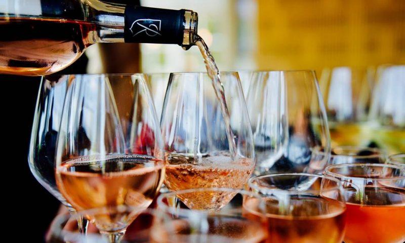 ee419f85a25 Der er få ting bedre end at drikke delikate druer med veninderne, mens  snakken flyder frit. Sådan er der mange kvinder, der har det – og det har  givet ...