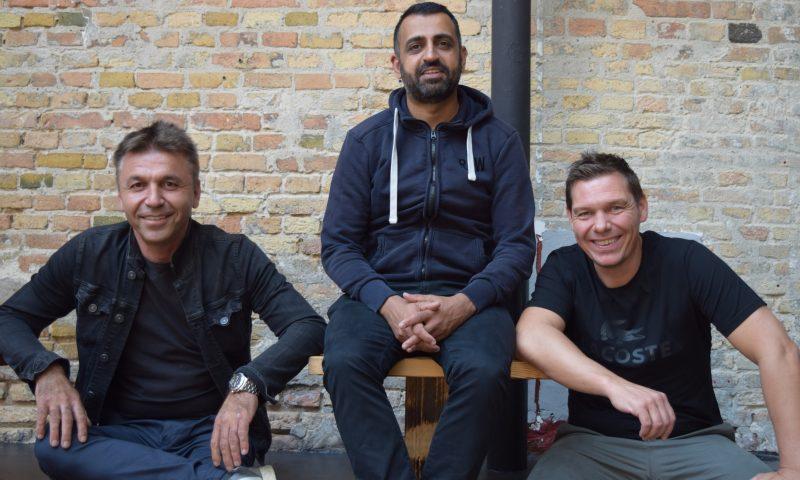 Tahir Siddique i midten sammen med de to andre i Arkaden