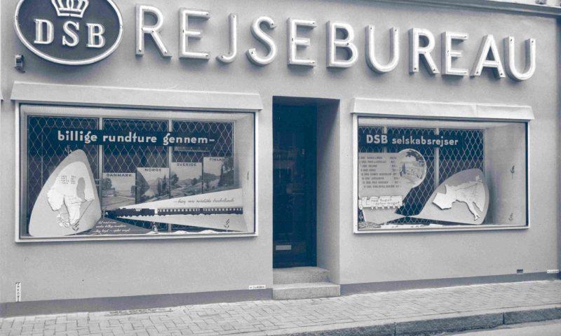 DSBs rejsebureau i Odense. Fotoet er fra 1954.