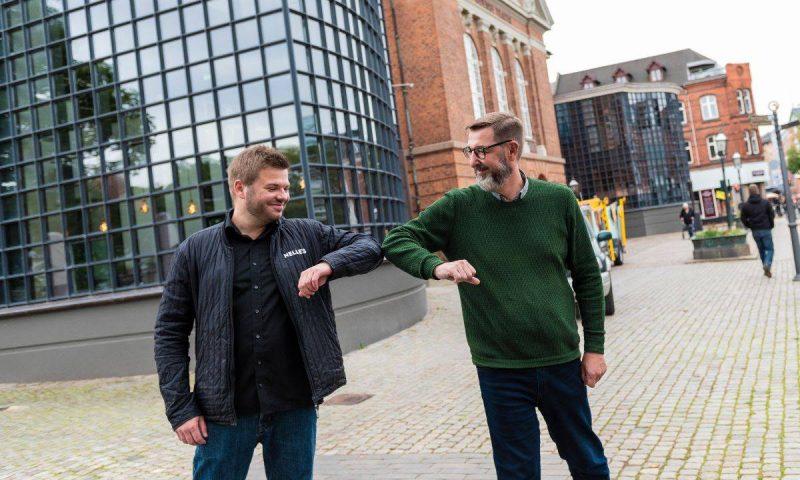 PR-foto. Tv: Charles Daniel, der er direktør og partner i Nelle's Th: Allan Wissmann, der er økonomidirektør på Odense Teater